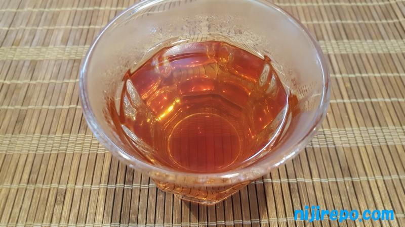 森のこかげ サラシア茶 煮出してから1時間くらいのお茶の色味