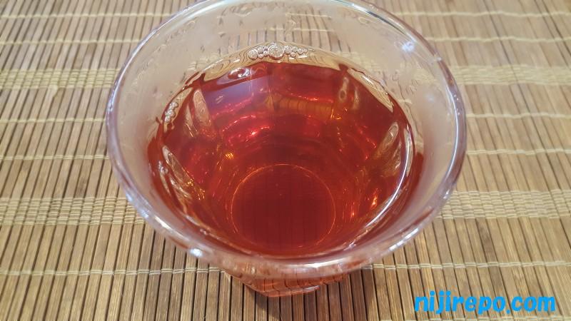 森のこかげ サラシア茶 煮出してから茶葉を入れたまま3時間くらい経過したのお茶の色味